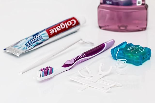 zubní pasta zubní kartáček dentální nit