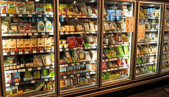 lednička v  supermarketu