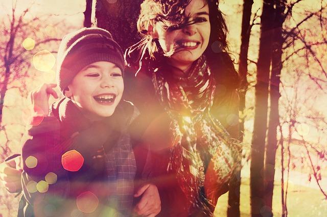 matka a syn v lese.jpg