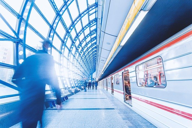 moderní stanice metra v Praze